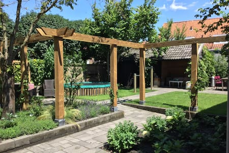 Ruime familiewoning met heerlijke tuin. - Zierikzee - Haus