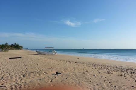 Nilaveli Beach Guesthouse A/C - Nilaveli