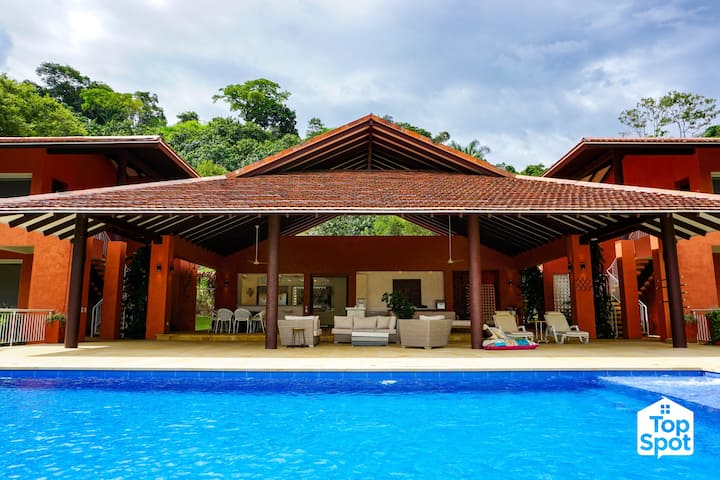 Large & Luxurious Villa in Anapoima!