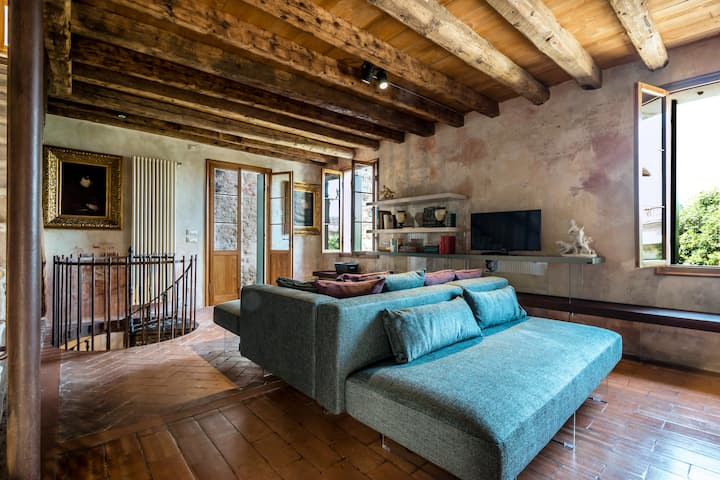 EXCLUSIVE HOUSE IN ASOLO - ART AND DESIGN
