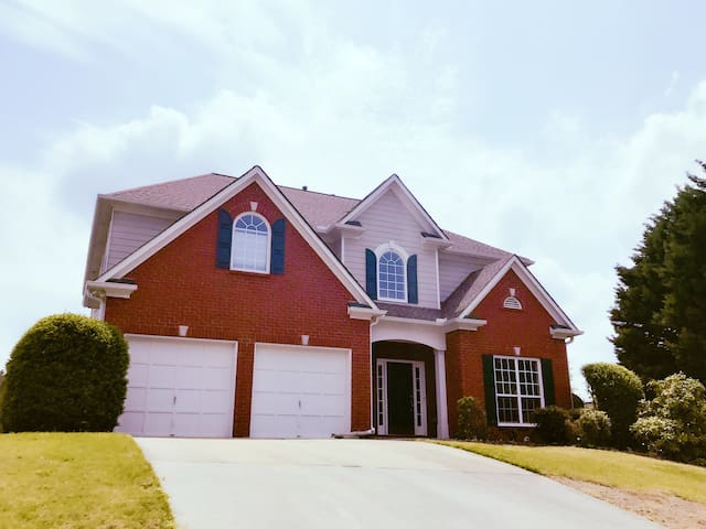 Newly decorated & Great community - Alpharetta - House