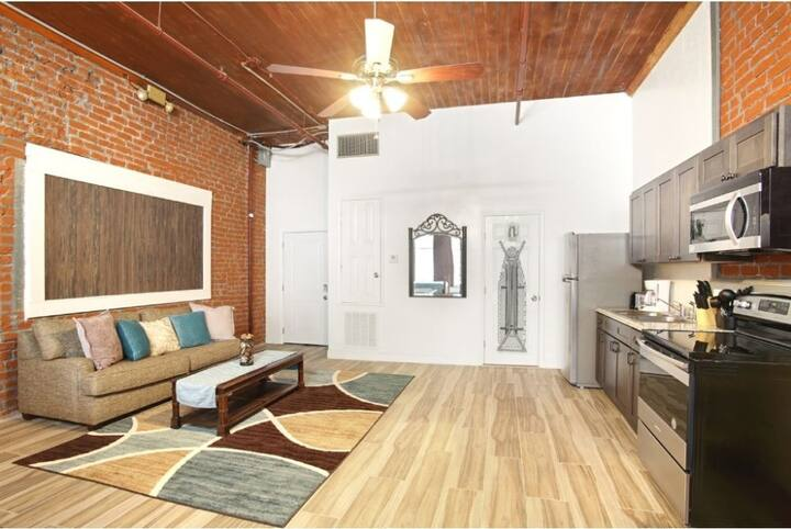 Spacious Canal St. Loft with a 400-sq ft Balcony/Near French Quarter
