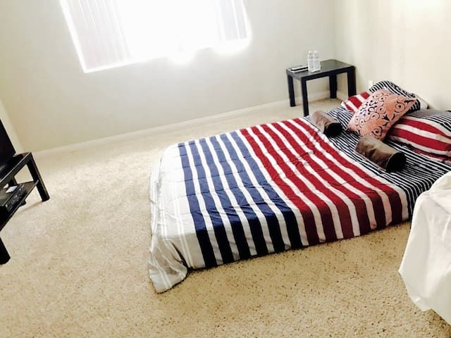 Comfy and Chill guestroom - Long Beach - Lakás