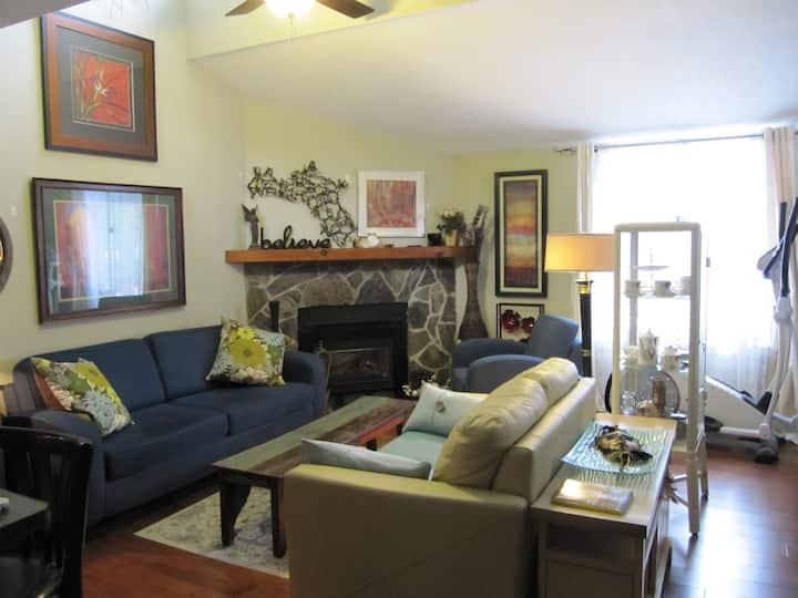Convenient Located Cozy Room in Collingwood Condo