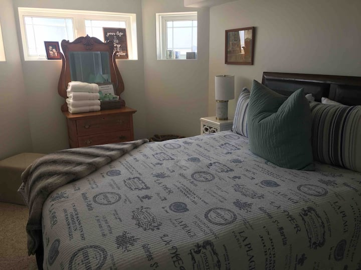 Private Bedroom with Private Bathroom near Fleming