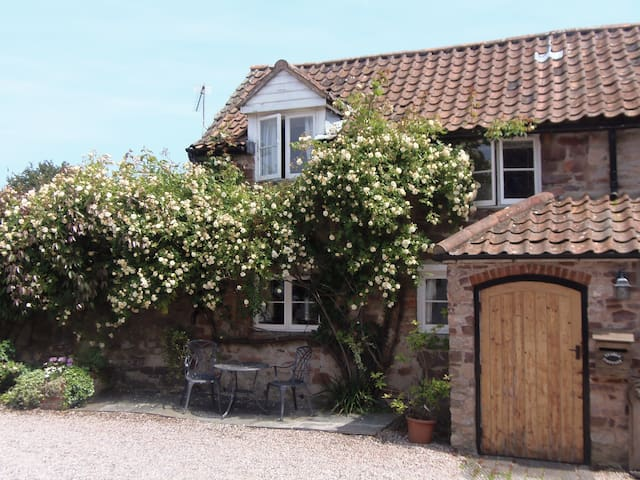 Stable Cottage, cosy, attractive 2 bedroom cottage