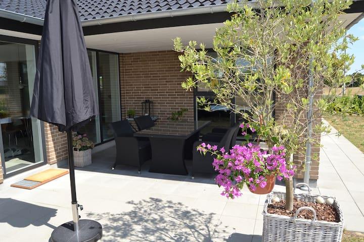 Nybygget villa med 2 separate gæsteværelser