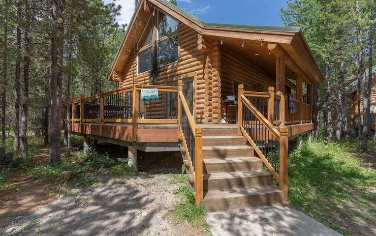 Adventure Lodge -near Yellowstone and Henry's Lake