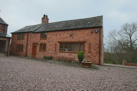 Detached spacious cottage in Cheshire Countryside - Outros