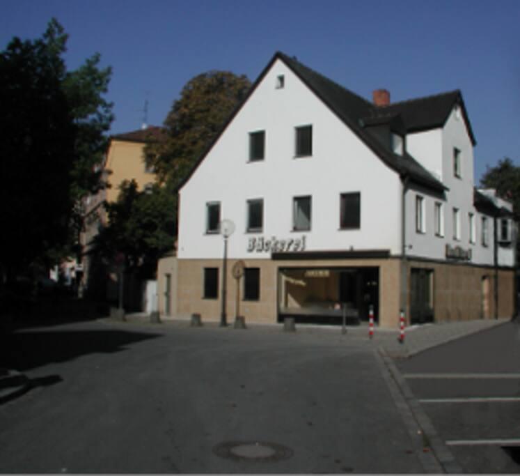 Das Haus gleich nach der Einfahrt in die Grünstraße.