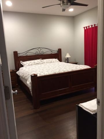 Master Suite-Private Exit/Entrance! - Chicago - Condominium