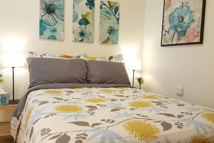 Cornflower Blue Bedroom 10mins walk to Downtown