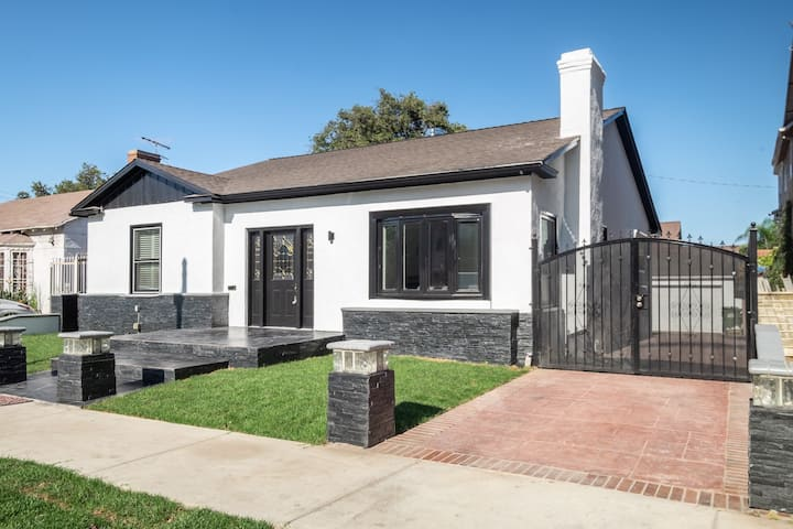 Spectacular 4 Bedroom House Centrally Located Houses For Rent In Los Angeles California United States