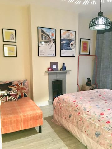 Double room in trendy Camberwell