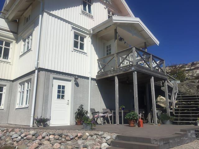 Trivsamt skärgårdsboende i Stockevik