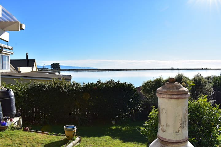 Sunny Peninsula Guest Suite