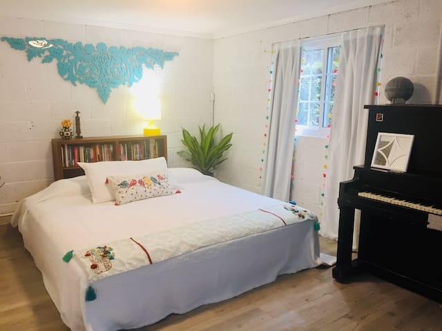 Stylish, comfy apartment close to everything!