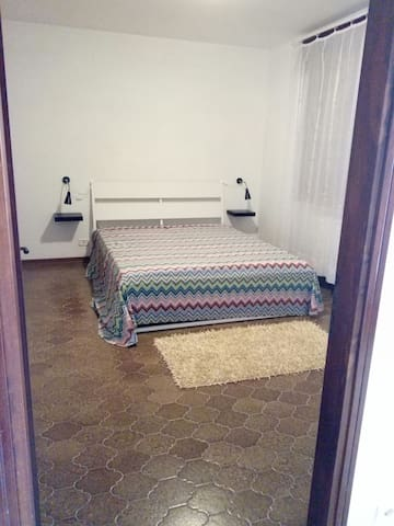 A big bedroom with sofa ,kitchen in