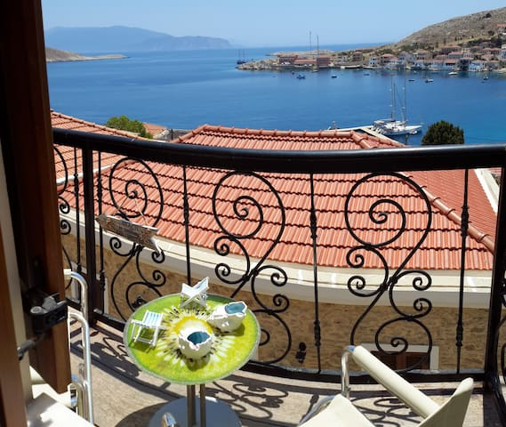 The Kafe - traditional  house in Amazing Halki