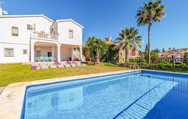 Holiday cottage with 4 bedrooms on 150m² in Mijas