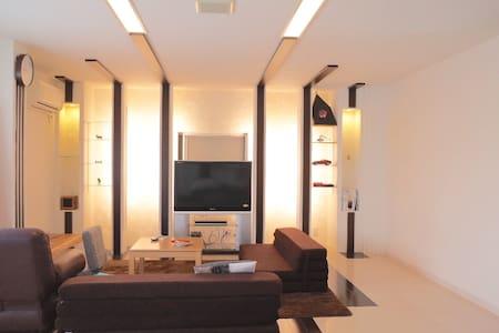 【無料駐車場】四日市の清潔で広い部屋です。(建物内全面禁煙)