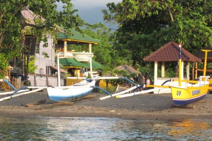 Lovina Dream Villa. 2 pools and 40 m to the beach