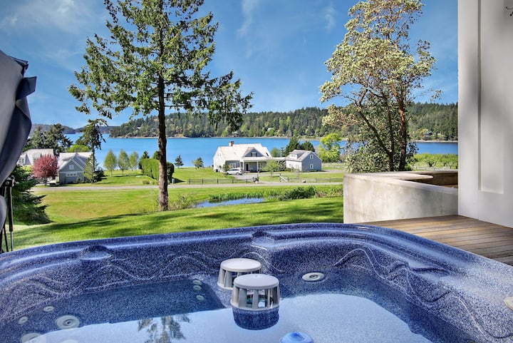 Cape Cod style home with Hot Tub and  Near Roche Harbor! (Westcott Bay Vista)