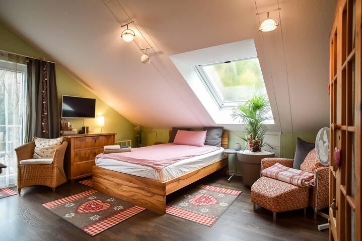 Cosy Living (4 Pers.) in 2 Guestrooms in Stuttgart