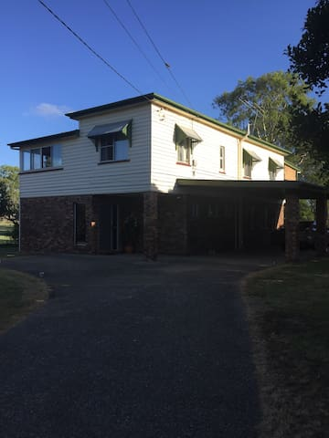Close to city, Country Setting - Tingalpa - House