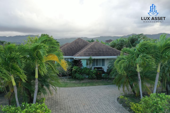 ★Enhanced Clean & Guest App★ LUX Private Home @ Richmond Community Near Ocho Rios, St.Ann