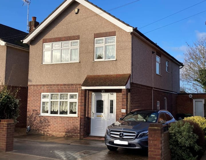 LARGE DETACHED HOUSE WITH OFF STREET PARKING, CURRENTLY KEY AND ESSENTIAL WORKERS ONLY