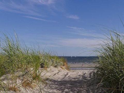 Beach retreat - bright, cozy, clean, private!
