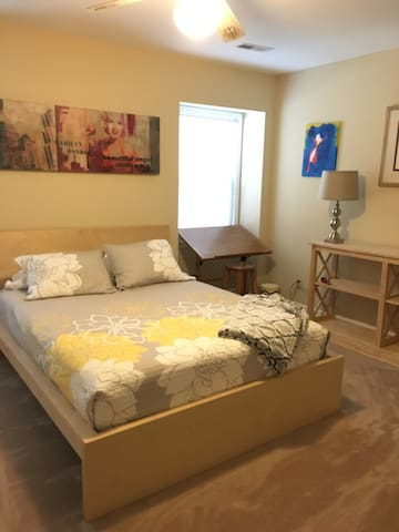 Cute Furnished 2 BR townhome, downtown, w/parking