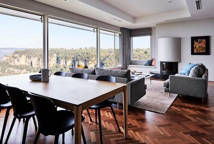 Cloud Parade | Escarpment Views Luxurious Home