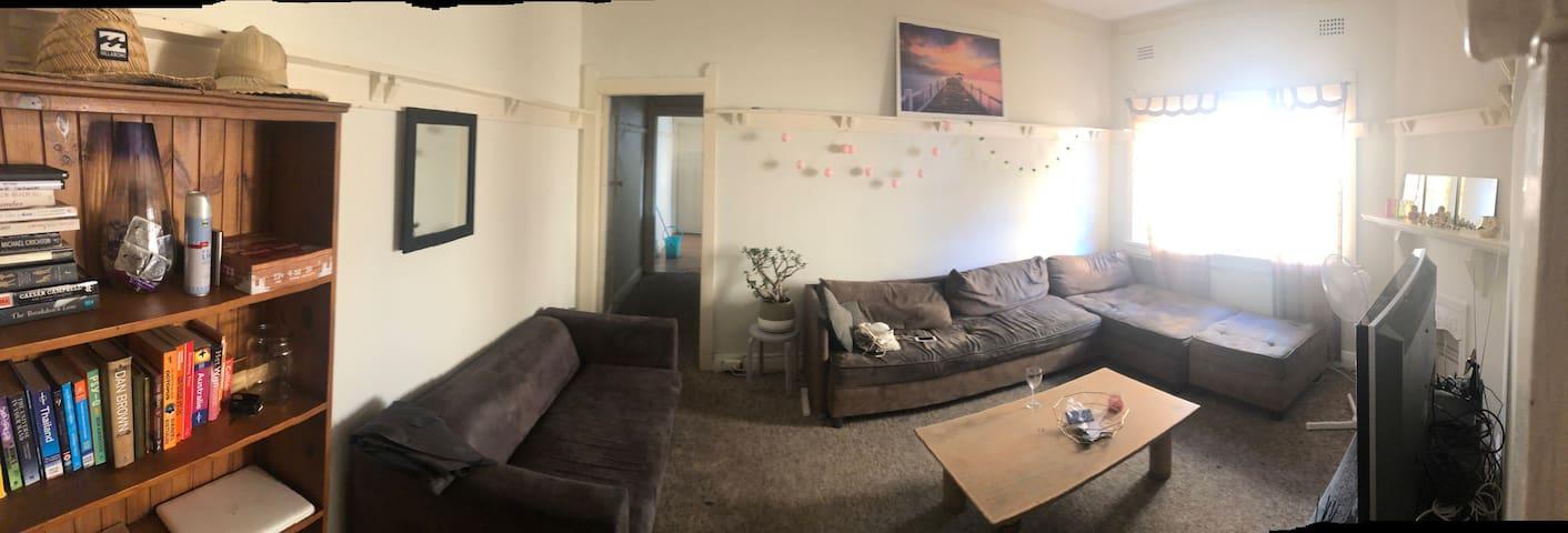 Queensizebed in private room best location Bondi