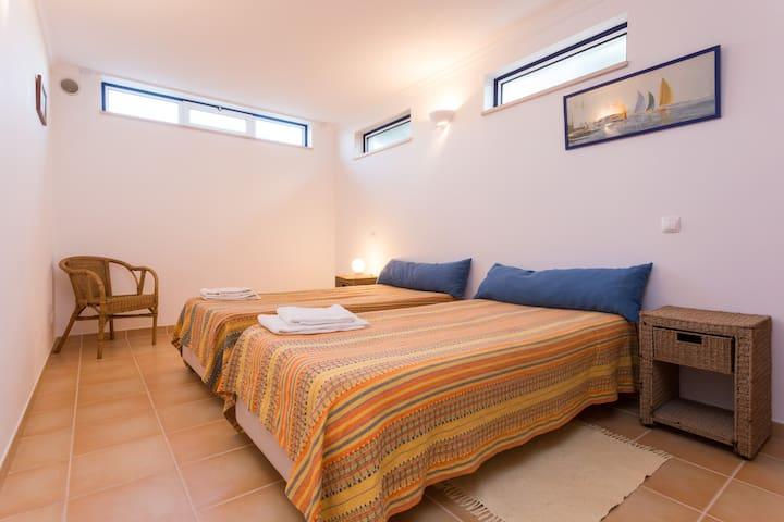 2 camas twin / twin-beds room 3