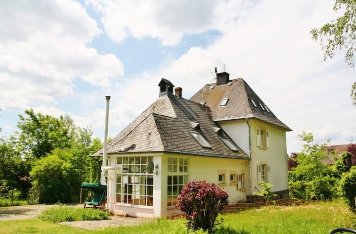 Old forester´s house w/ alpacas & park in Ernzen