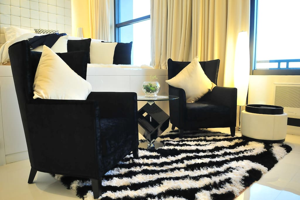 Black and white carpet to complement the theme