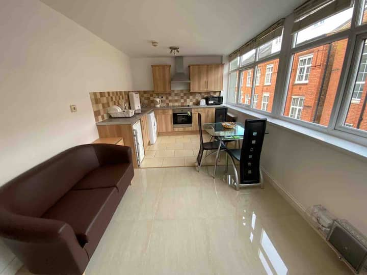 1 Bedroom Spacious Apartment in ♥️ of Leicester