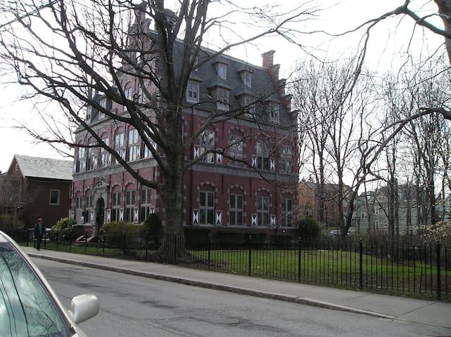 WALK BOSTON,  HOSPITALS & SITES.