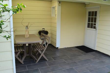 Petite Maison avec son jardin - Biscarrosse