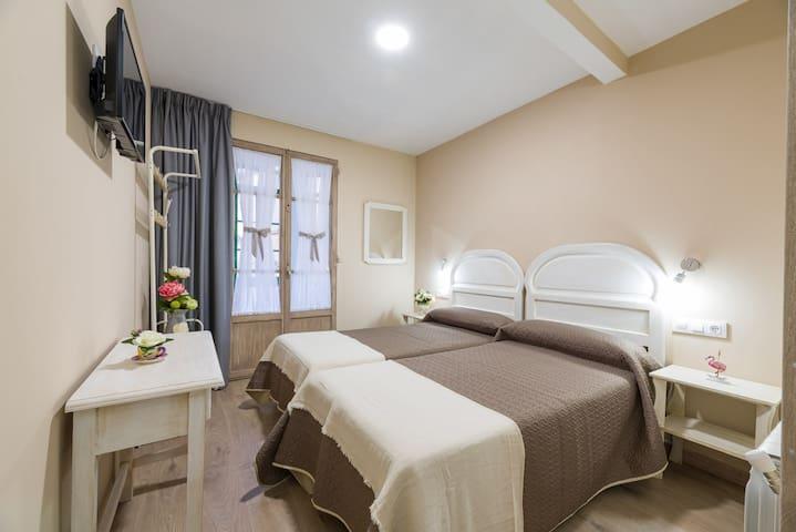 Habitación doble con baño privado - 2 camas