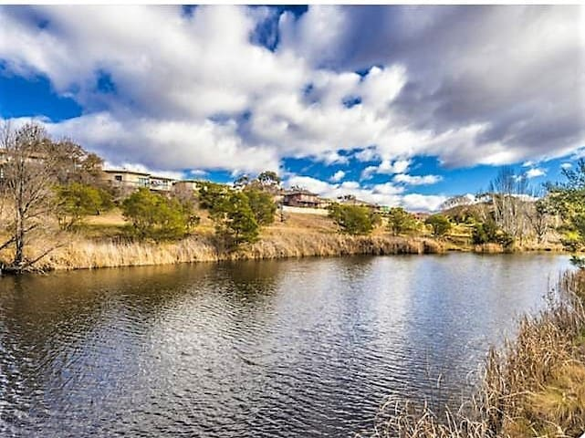 2 bedroom unit-bordering nature reserve and river