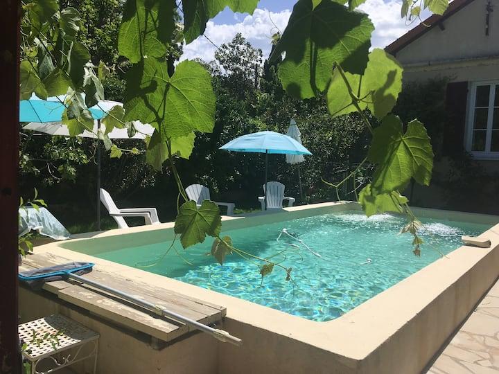 Petit T2 terrasse et piscine, centre Aix à pied