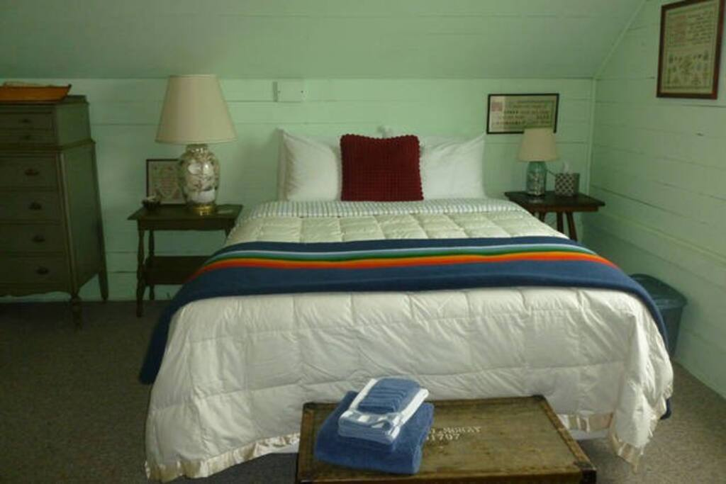 Fall asleep to the sound of the waves crashing ashore, and wake up to an ocean view in the Green Room.