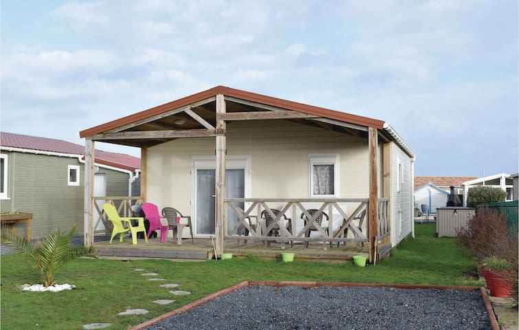 Holiday cottage with 2 bedrooms on 35 m² in Grandcamp Maisy