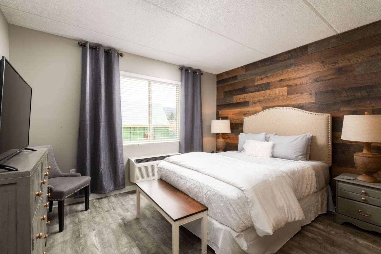 "Bedroom 1: Queen Bed, 43"" TV, Gorgeous Barnwood Wall, Custom BARN WOOD DOOR and private bath!!"