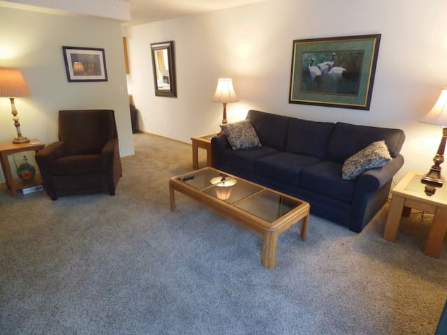 Comfy Large Town Home near Mt Tabor avail monthly