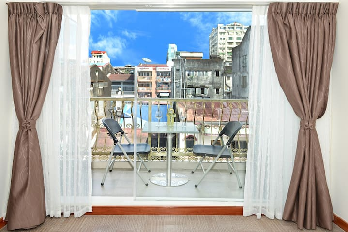 Hotel Bond - private shower (Downtown Yangon)