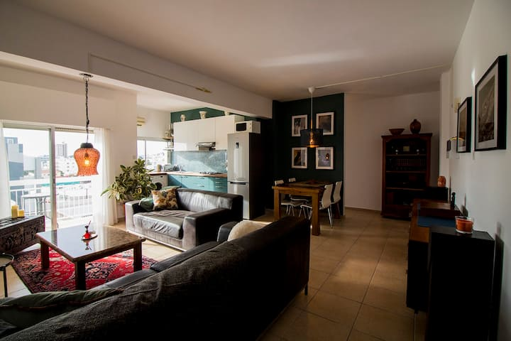 Two bedroom city center apartment close to the sea
